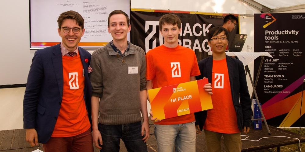 Vítězem hackathonu HackPrague, který založil český student Yalu je appka propojující API Facebooku, Airbnb a Googlu
