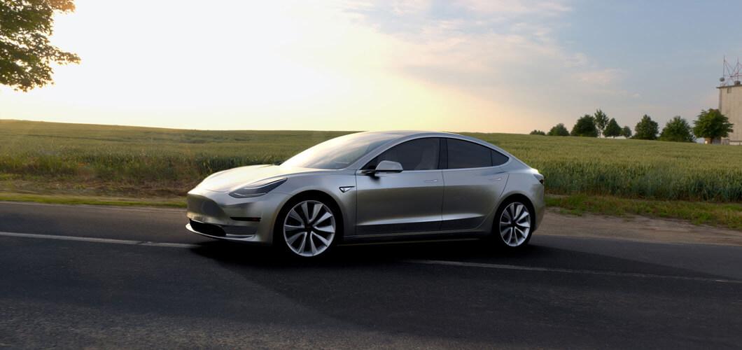 Elon Musk oficiálně představil nový Tesla Model 3, který se bude prodávat ve dvou variantách