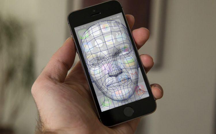 Nový iPhone, který vyjde už v září, se bude pravděpodobně odemykat 3D skenováním obličeje
