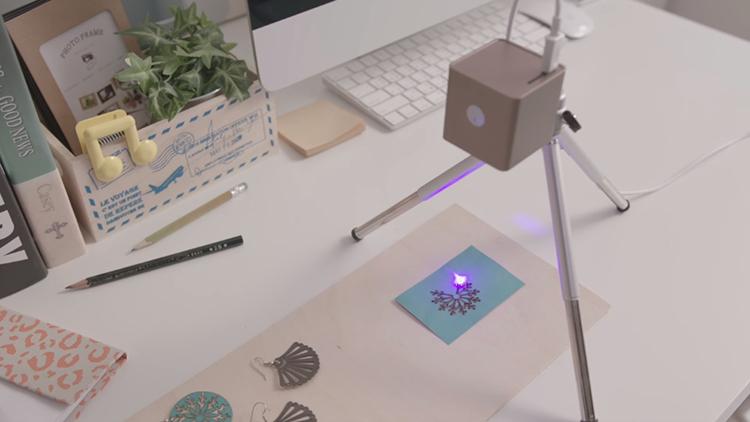 Cubiio: přenosný laserový rytec, se kterým lze jednoduše gravírovat do různých materiálů