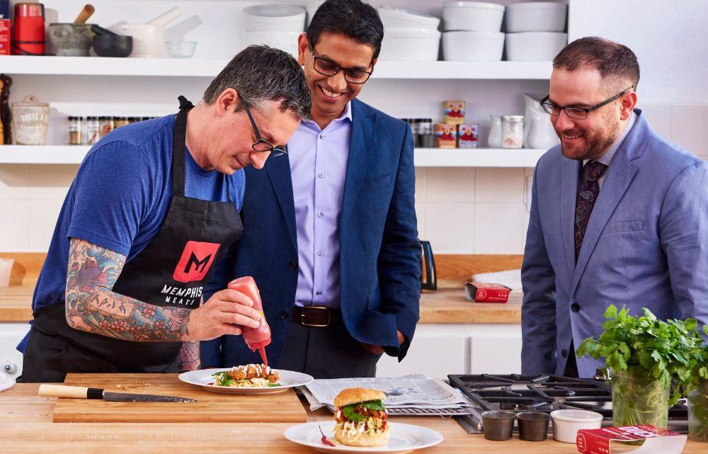 """Gates, Branson a řada dalších investovali miliony dolarů do startupu, který vyvíjí """"umělé maso"""""""