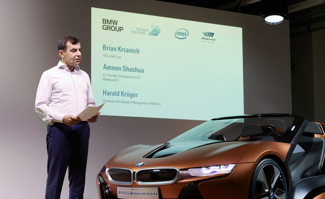 Amnon Shashua na loňské tiskové konferenci v Mnichově, kde se probírala spolupráce s BMW