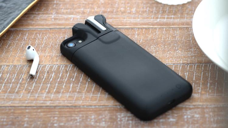 PodCase: nabíjecí pouzdro pro iPhone se slotem pro dobíjení sluchátek AirPods od tvůrců Pebble