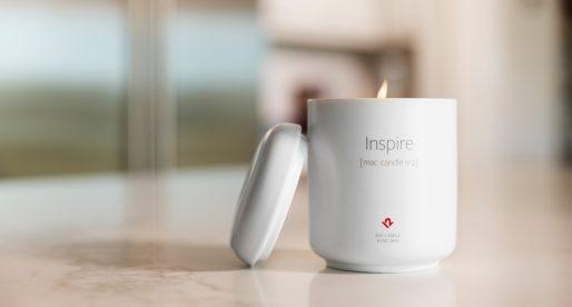 Výrobce oblíbené svíčky imitující vůni nově rozbaleného Macu představuje novou variantu