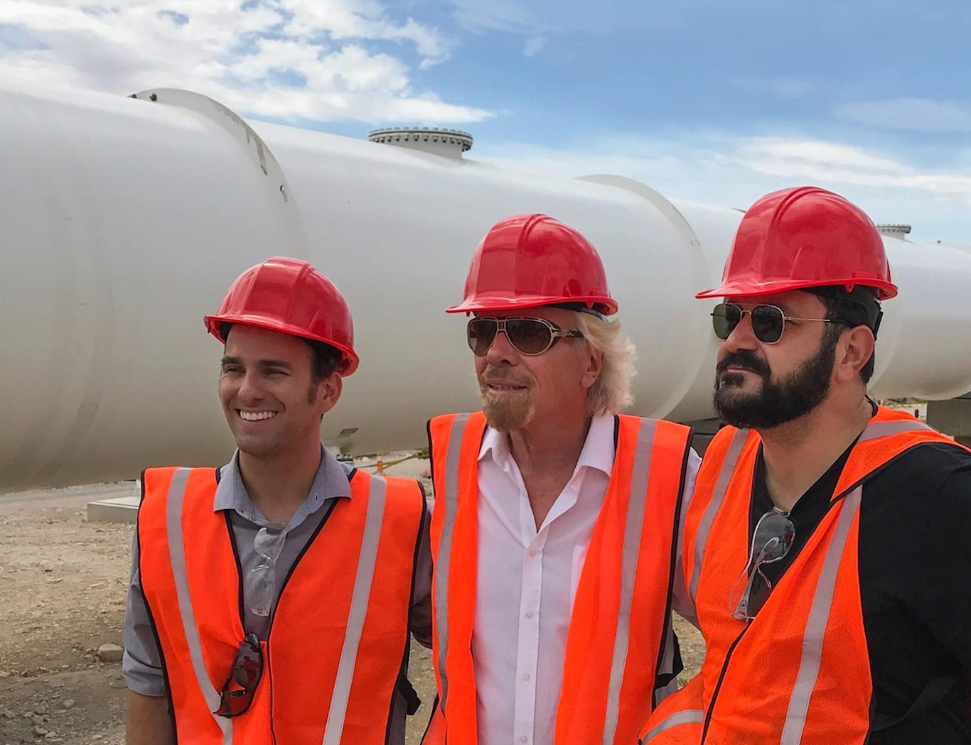 Zakladatelé Hyperloop One a miliardář Richard Branson