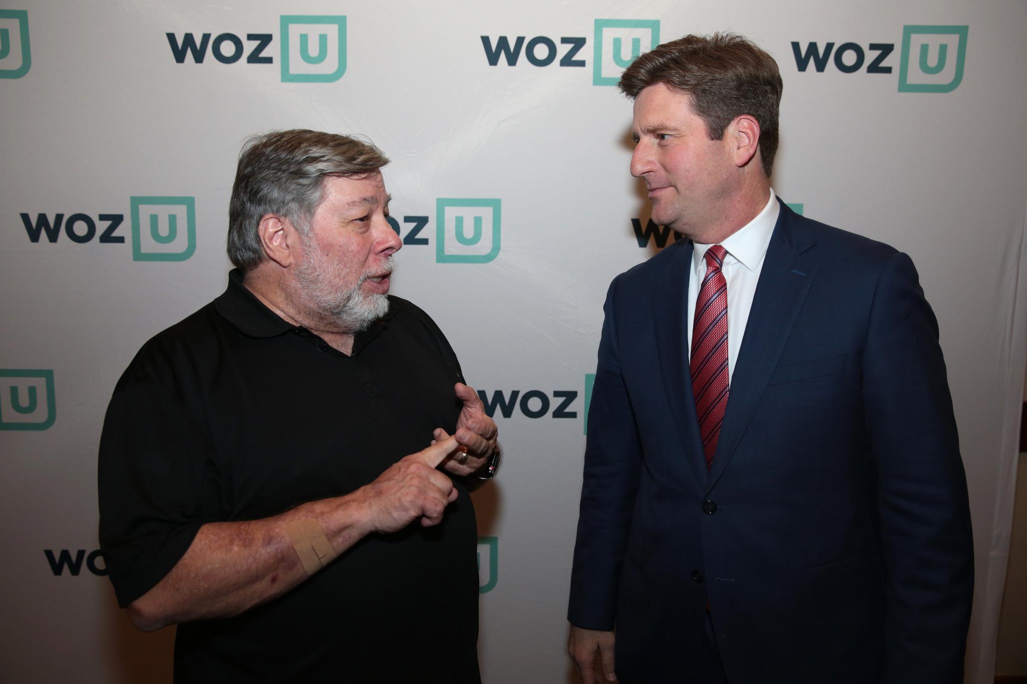Steve Wozniak a Greg Stanton (starosta arizonského Phoenixu) během představení projektu Woz U