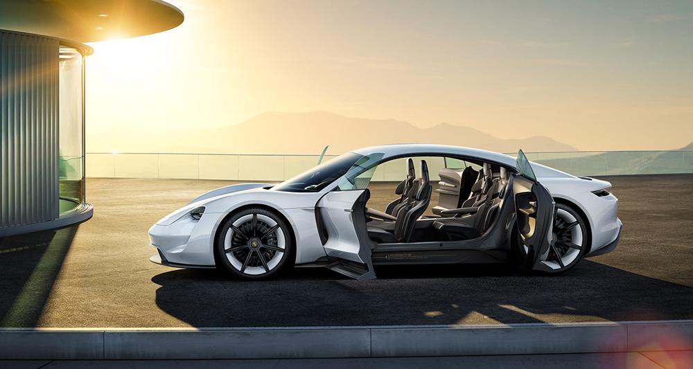 Porsche už v ulicích Stuttgartu testuje očekávaný elektromobil Porsche Mission E