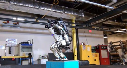 Humanoidní robot od Boston Dynamics nově zvládne salta vzad