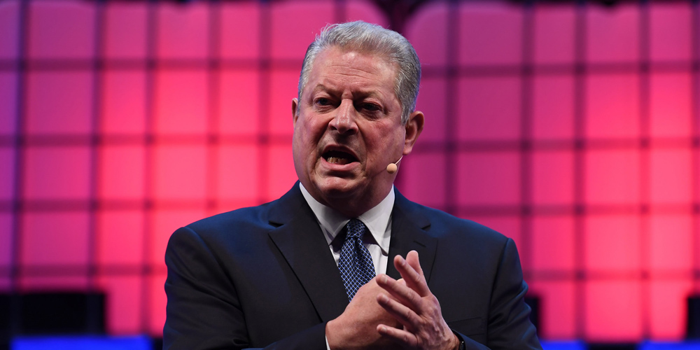 """""""Všechno je v sázce"""". Al Gore v emotivním projevu o klimatu zakončil Web Summit 2017"""