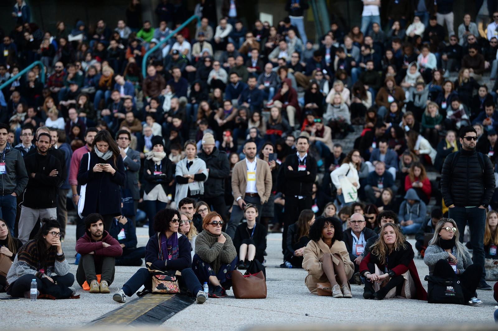Stovky účastníků Web Summitu se do Altice Arena nevešly a projev Ala Gora pozorovaly na velkoplošné obrazovce venku