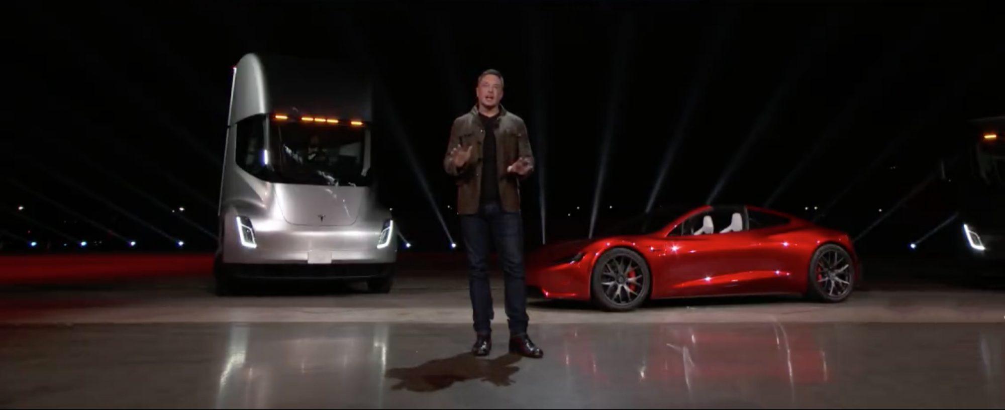 Elon Musk při odhalování Tesla Semi a Tesla Roadster