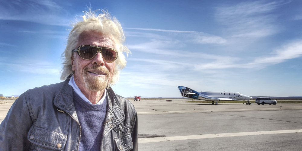 Richard Branson rozšiřuje své vesmírné projekty a nově se zaměří i na vládní zakázky