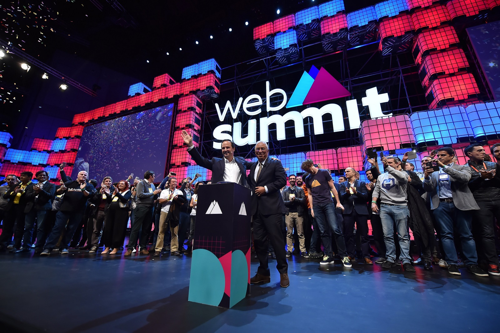 Starosta Lisabonu (vlevo) a premiér Portugalska (vpravo) zahajují Web Summit 2017