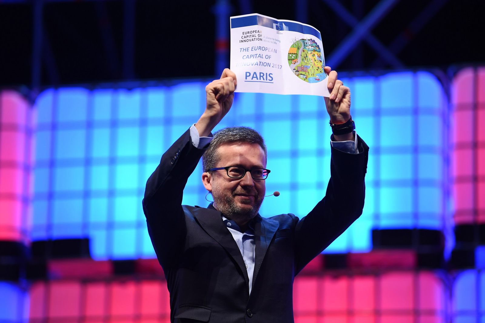 Carlos Moedas při vyhlašování vítězů