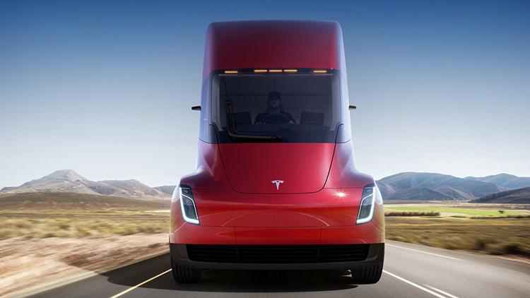 Výrobce piva Budweiser si objednal 40 elektrických kamionů Tesla Semi