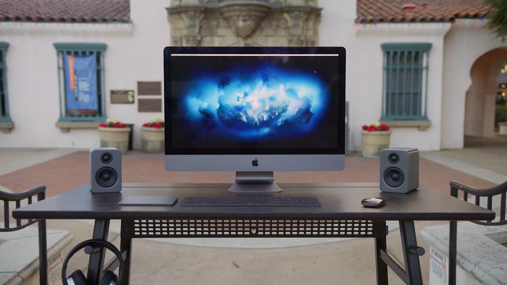 Apple začal v Česku prodávat nadupaný iMac Pro se startovní cenou 140 000 Kč