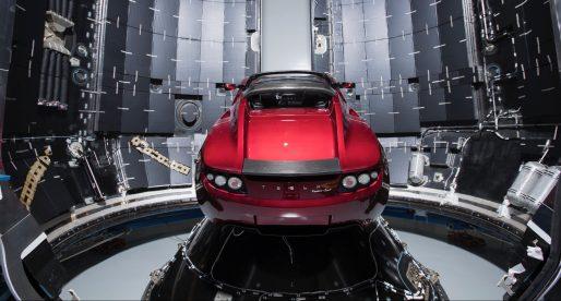 Podívejte se na novou raketu SpaceX, která má již příští měsíc na Mars poslat Teslu Roadster