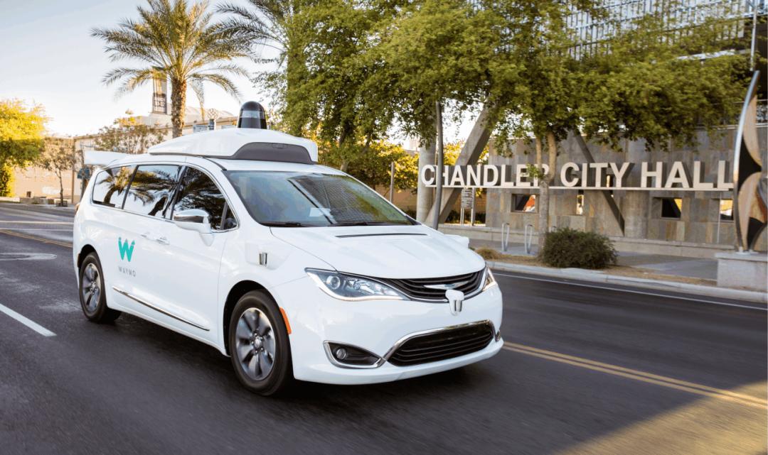 Google a jeho Waymo kupuje tisíce dalších autonomních vozů pro testování v běžném provozu