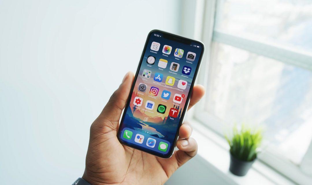 Nová generace iPhonu X by se měla dočkat znatelně menšího výřezu v horní části