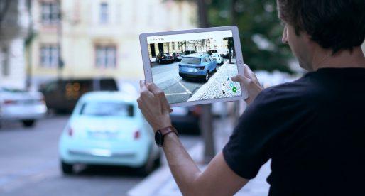 Díky nové AR aplikaci od ŠKODA AUTO si můžete prohlédnout model vozu KAROQ v rozšířené realitě