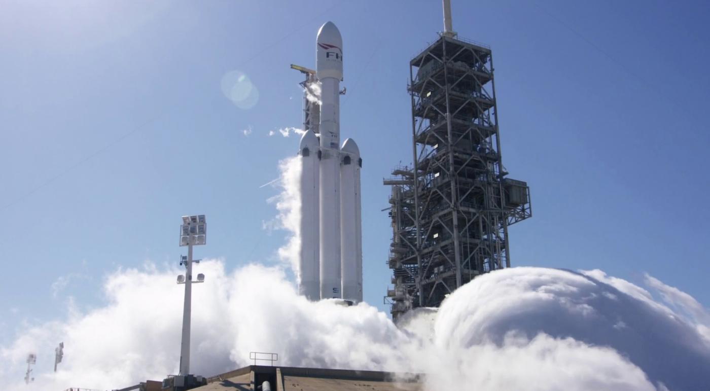 První zážeh Falcon Heavy, který proběhl 24. ledna