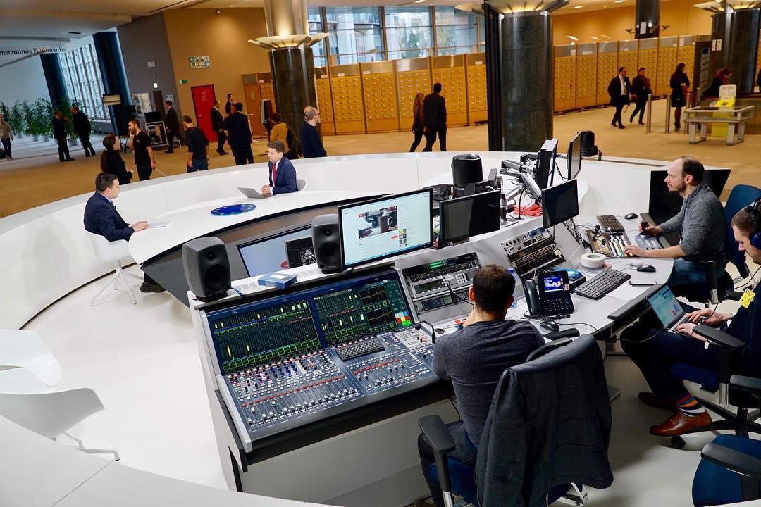 Produkční tým a Filip Horký v Evropském parlamentu