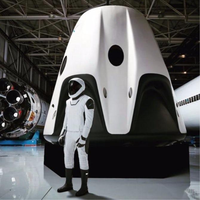 Model SpaceX pro lidskou posádku