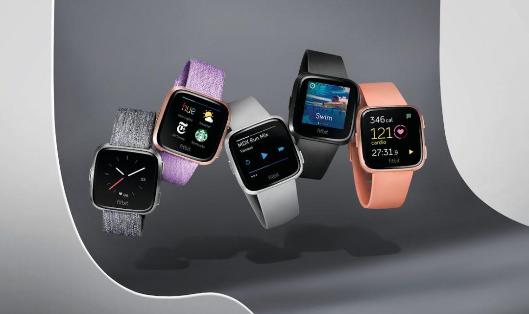 Fitbit představil chytré hodinky Versa, které vzhledem připomínají Apple Watch