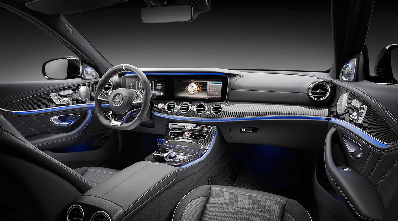 Interiér automobilu Mercedes-Benz E63 S