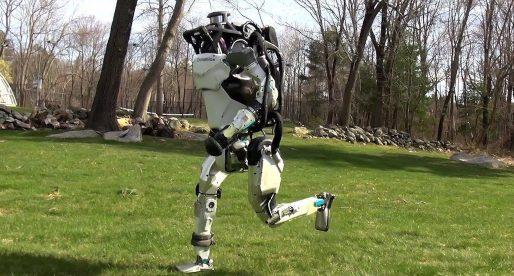 Roboti od Boston Dynamics se učí autonomně pohybovat a běhat jako člověk