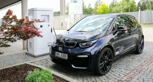 Češi vytvořili rychlonabíječku pro elektromobily, která dobije baterii na 80 % během 20 minut