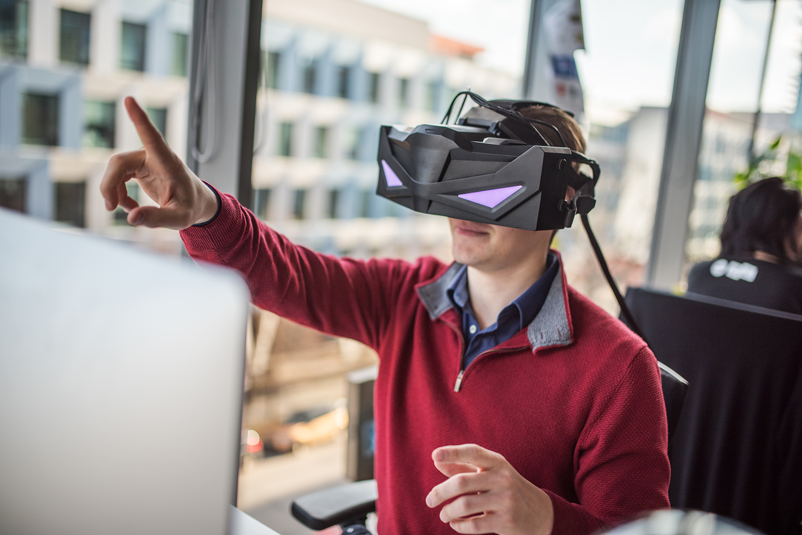 Brýle pro virtuální realitu VRHero 5K Plus, které vyrábí tým VRgineers spadající pod Etneteru