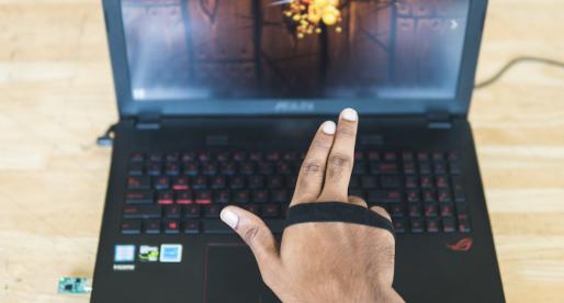S chytrým náramkem Kai lze gesty na dálku ovládat jakékoliv zařízení s Bluetooth