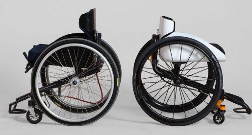 Švýcarský designér navrhl invalidní vozík, který lze ovládat nakláněním těla