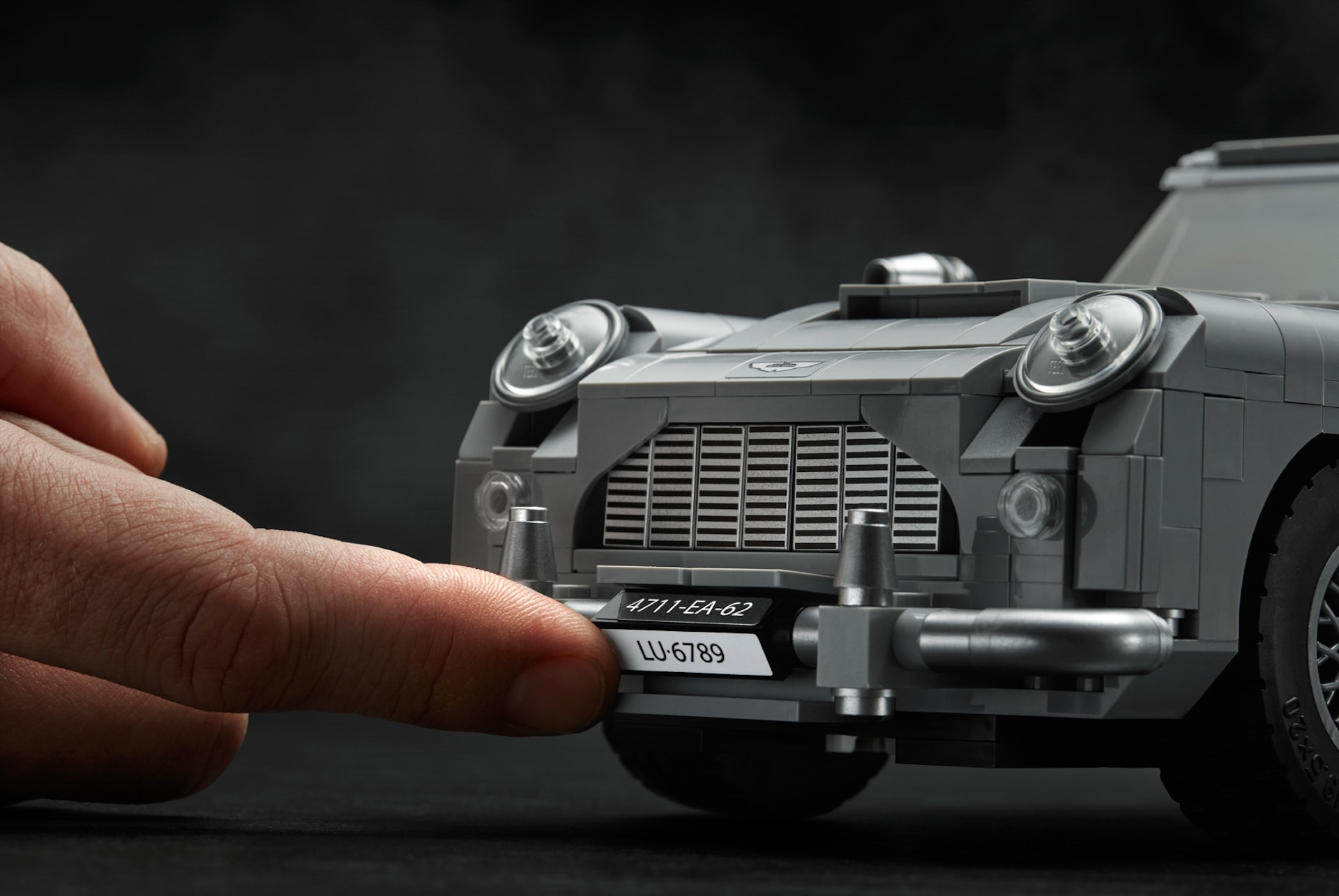 James Bond Aston Martin DB5 ficial 33