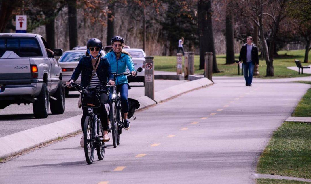Firmy v Holandsku mají začít lidem platit za jízdu do práce na kole. Vláda tím chce uvolnit dopravu