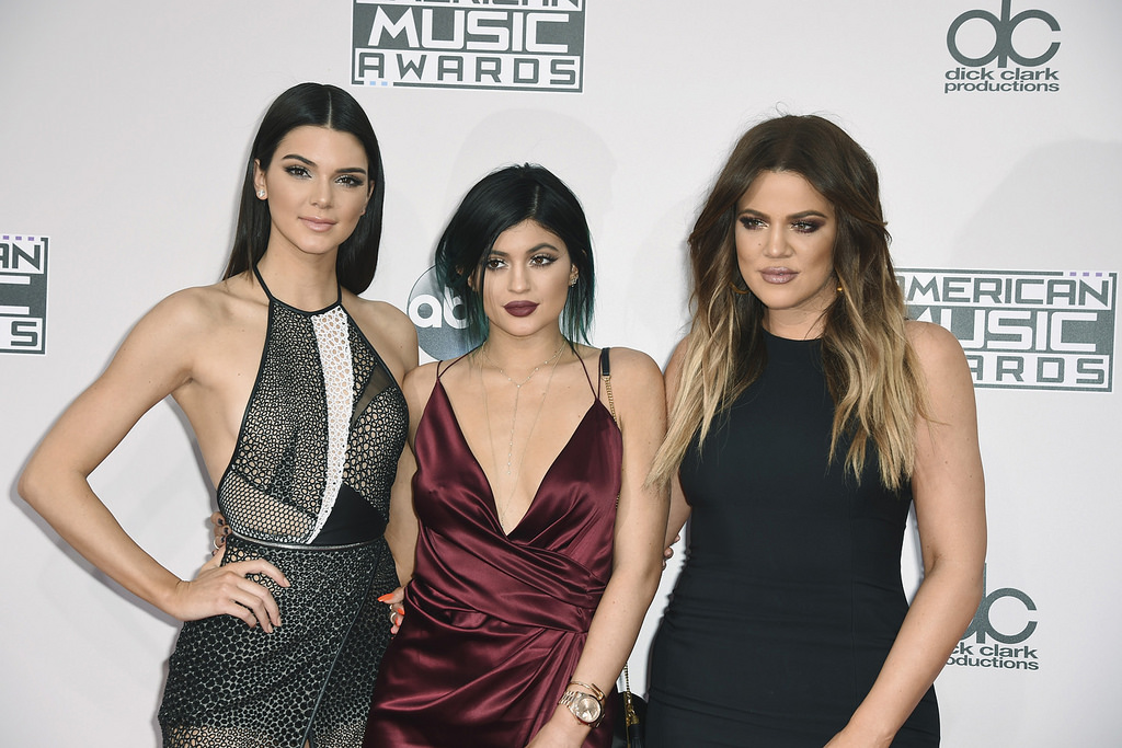 Kylie se svými sestrami. Zleva: Kendall Jenner, Kylie Jenner, Khloe Kardashian