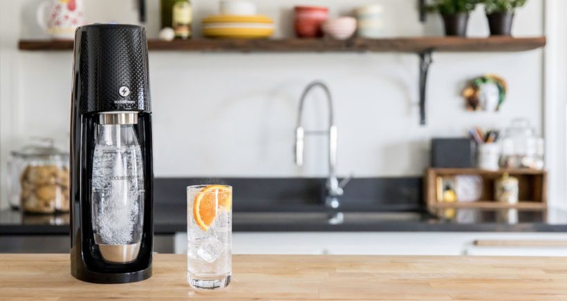 sodastream2-onetouch_black-in-kitchen_2