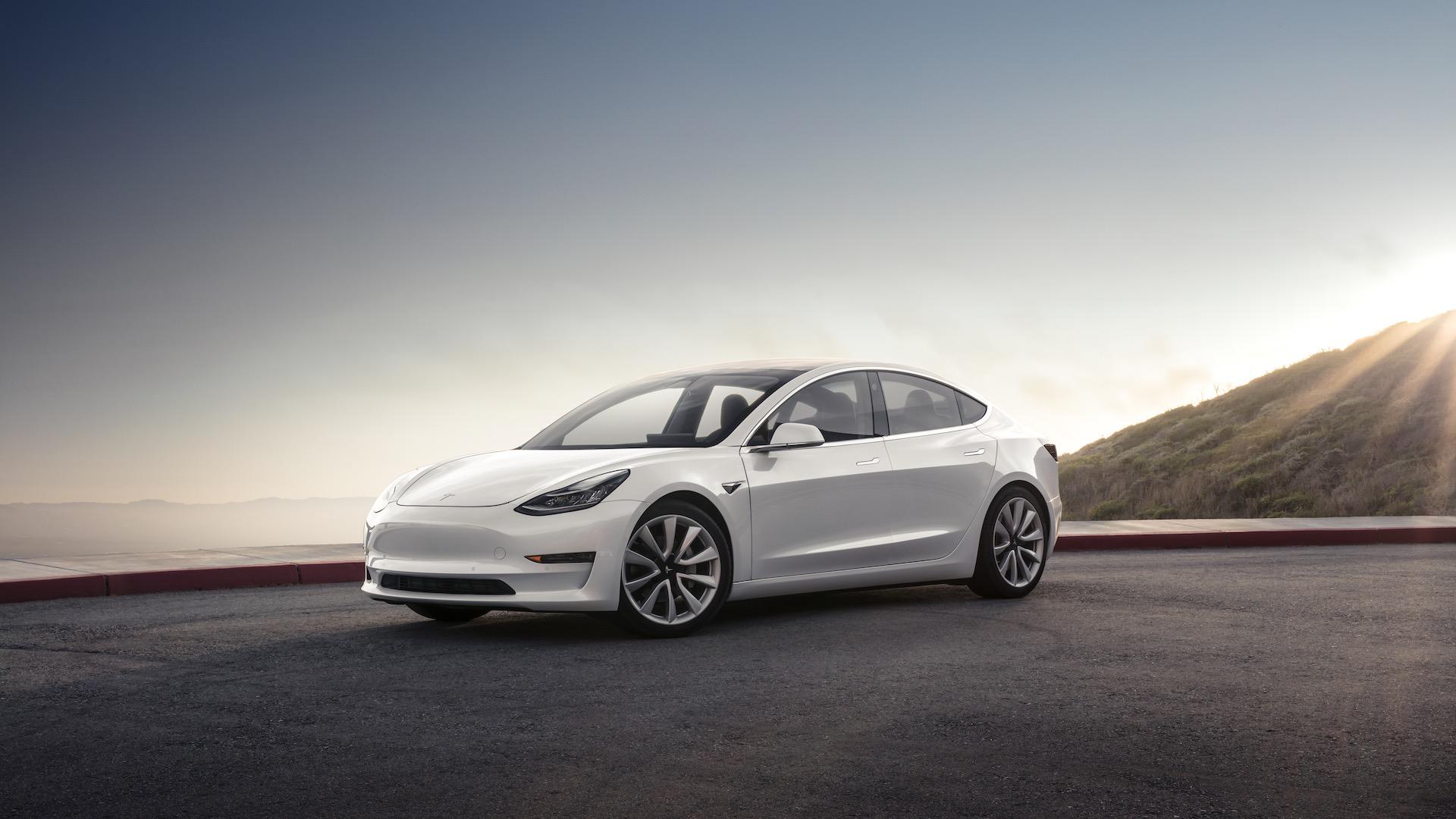 Tesla Model 3, jehož produkce v posledních týdnech značně vzrostla