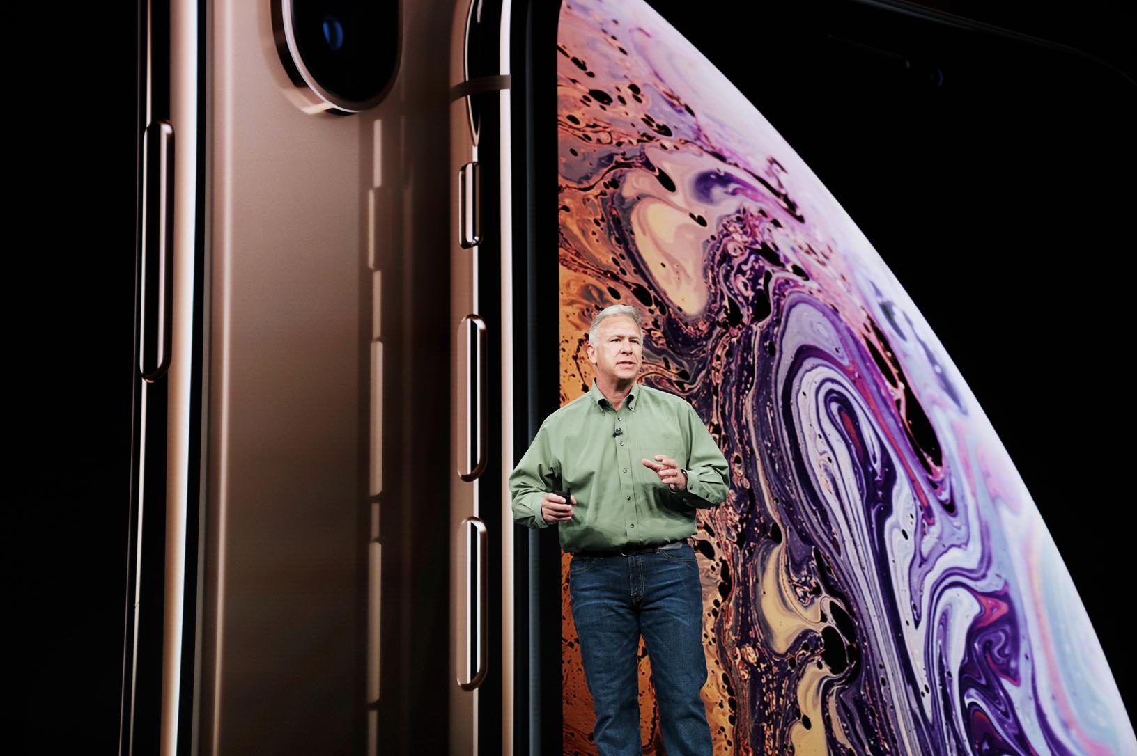 Phil Schiller představuje iPhone XS a XS Max