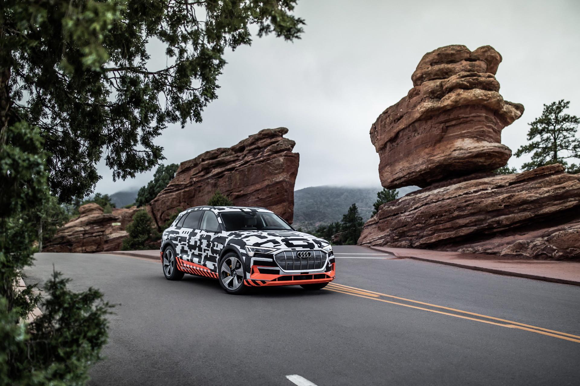 Jeden z posledních testovacích prototypů Audi e-tron ještě před oficiálním odhalením