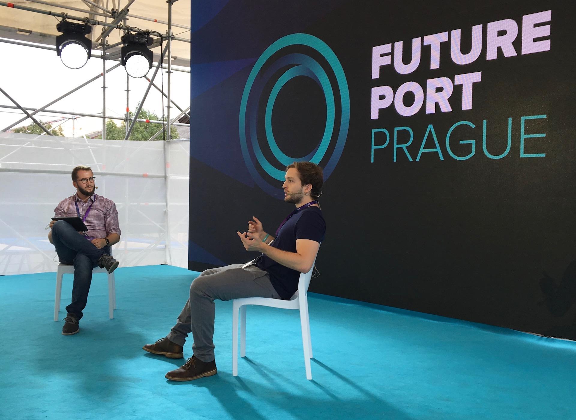 Na Future Portu zpovídal Fernanda de Los Riose (vpravo) také Patrik Juránek ze Startup Grindu
