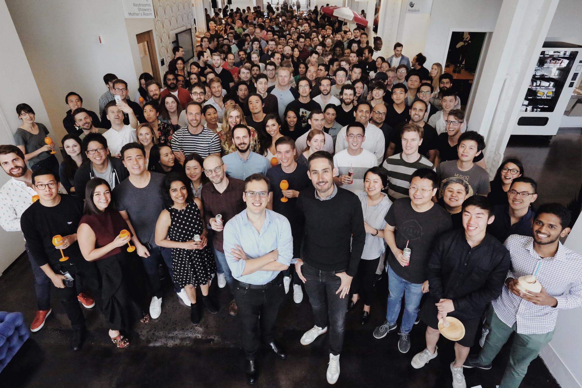 Spoluzakladatelé Instagramu Mike Krieger a Kevin Systrom se svým týmem