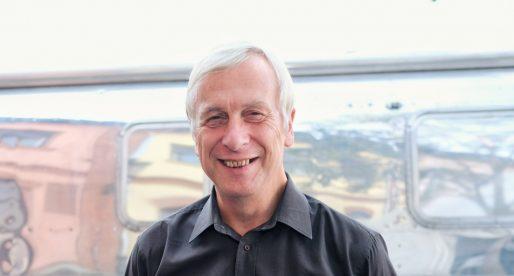 První kyborg na světě Kevin Warwick: V budoucnu budou lidé komunikovat přes přímé spojení z mozku do mozku