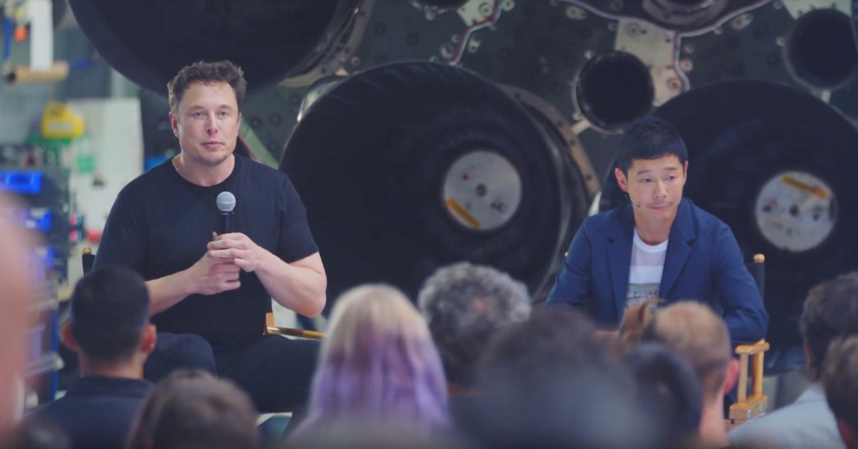 Vlevo Elon Musk, vpravo Yusaku Maezawa, který se vydá s raketou SpaceX na Měsíc