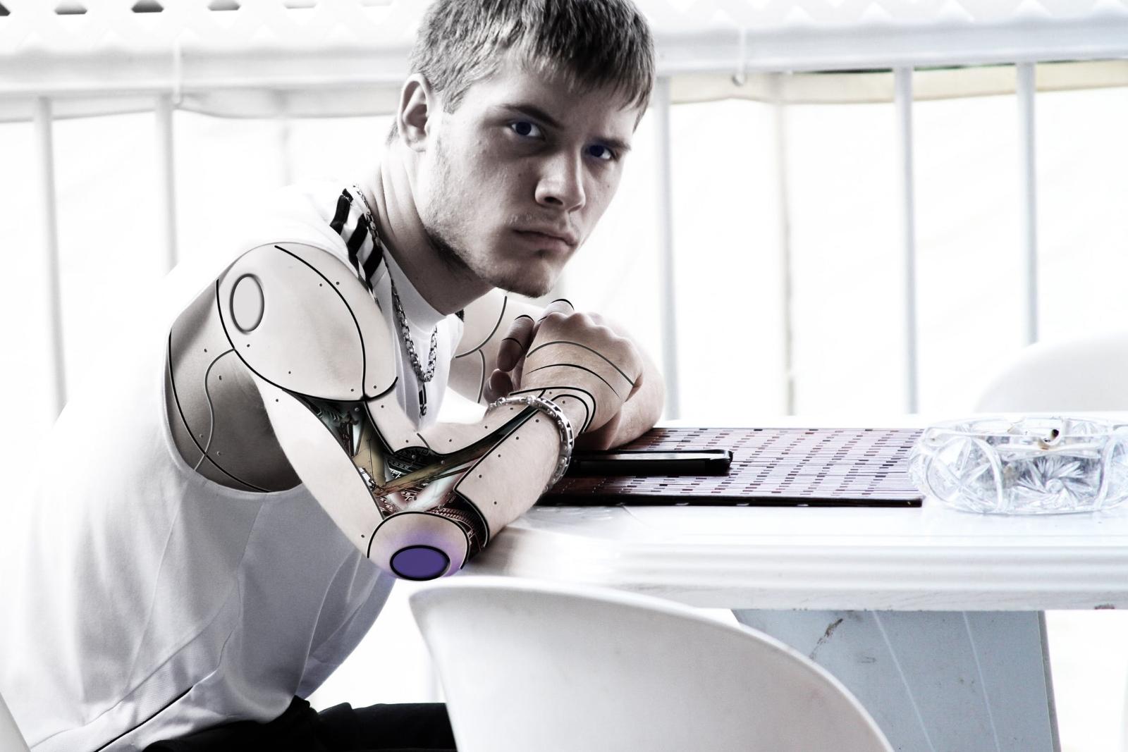 Budou lidé někdy zcela spojeni s umělou inteligencí?