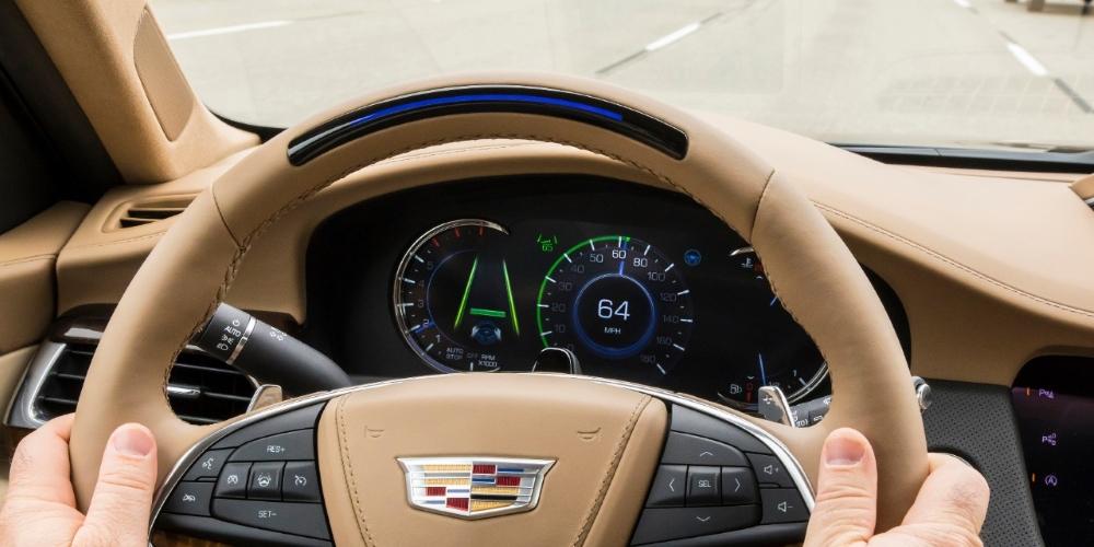 Cadillac má lepší autonomní systém než Tesla. Se samořídicími auty přejel USA, ale jen po dálnici