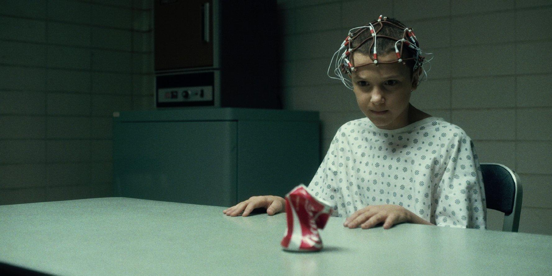Millie Bobby Brown ze seriálu Stranger Things z produkce Netflixu