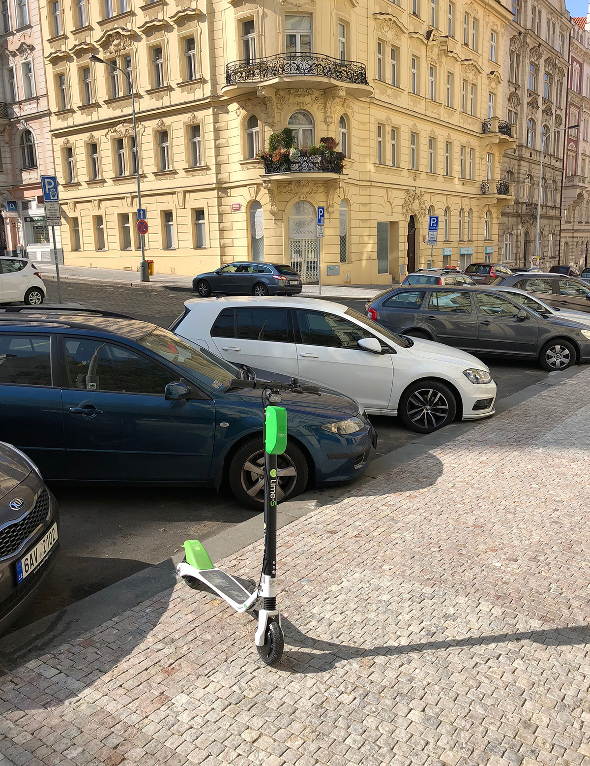 Koloběžka Lime na Praze 2