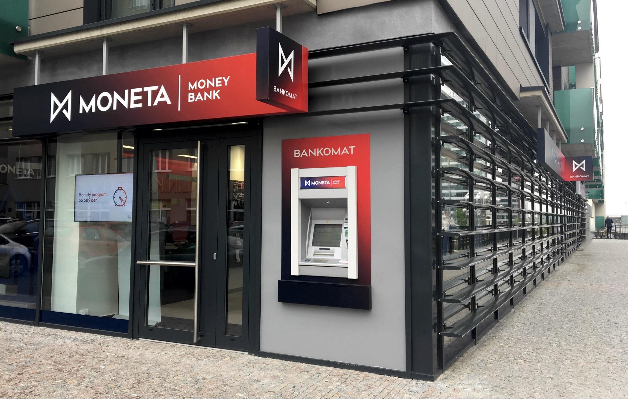 Moneta Money Bank by se mohla v příštím roce přebarvit na Air Bank
